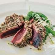 Tonno rosso del Mediterraneo speziato con insalatina mista