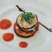 Melanzana alla parmigiana con emulsione al basilico